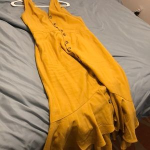 Vintage mustard dress with semi mermaid cut.